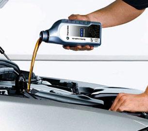 Замена масла в двигателе в автомобиле Пежо: пошаговая инструкция